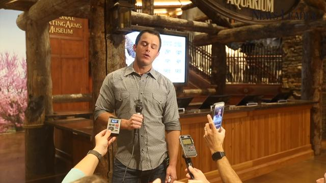 Singer Easton Corbin talks about touring the Wonders of Wildlife National Museum and Aquarium.