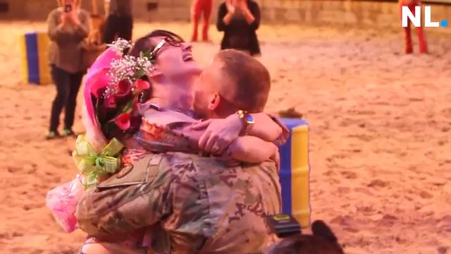 Soldier's surprise homecoming at Dolly Parton's Stampede