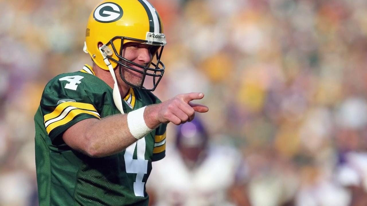 The former Green Bay Packers quarterback will return to the Green Bay area this summer to receive a Lee Remmel Sports Award.