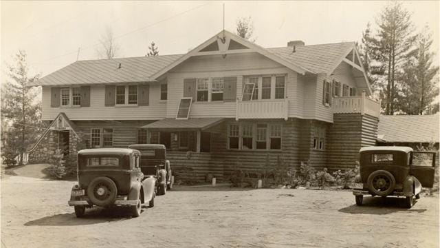 In April 1934, John Dillinger and other Chicago gangsters were surrounded by FBI agents at the Little Bohemia Lodge in Manitowish Waters.