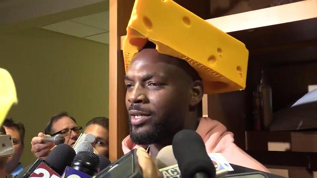 Bennett dons cheesehead as Packers camp opens