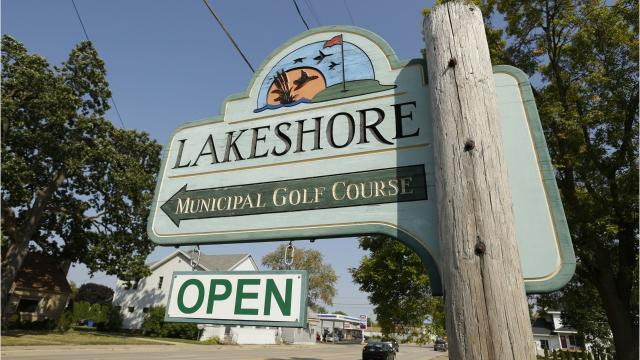 The city of Oshkosh faces a critical question: Should it unload Lakeshore Municipal Golf Course to pave the way for a new Oshkosh Corp. headquarters?