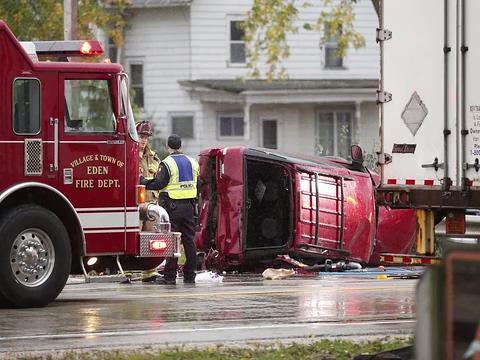 Nine people hurt in Highway 23 crash