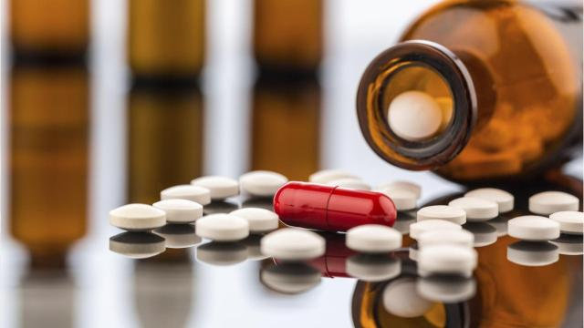 Sheboygan County board members could agree to team up with law firms in pursuing a potential suit targeting multiple national drug manufacturers in response to a burgeoning opioid drug abuse crisis.