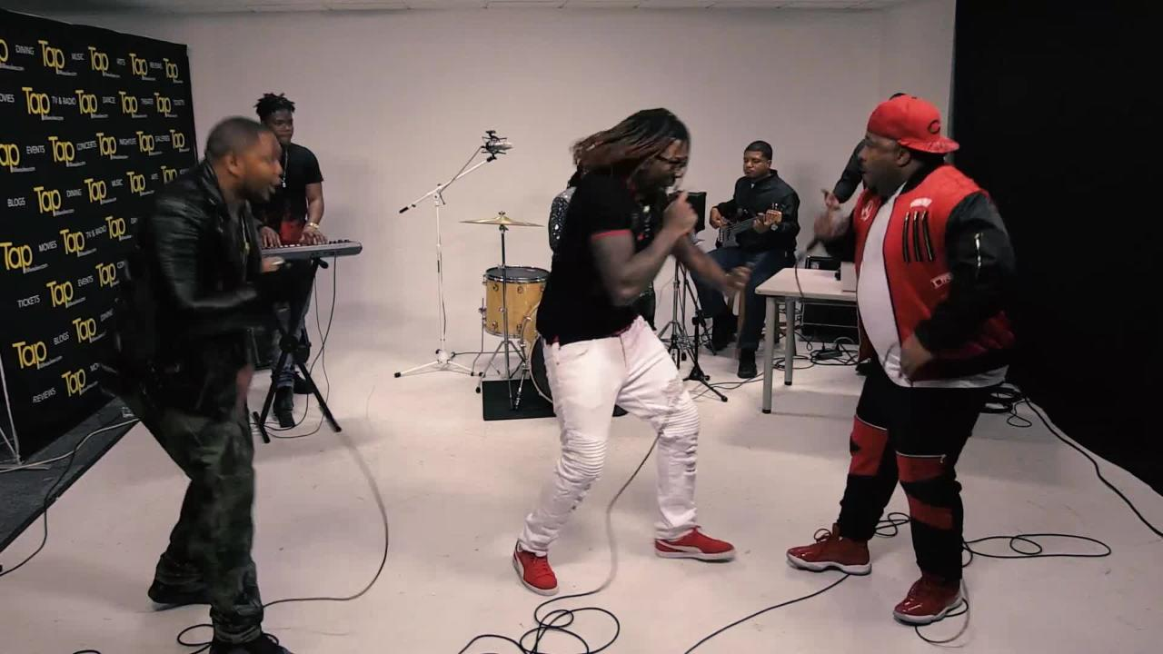 """Hip-hop and R&B collective Wavie Gang performs """"Big Bank Hank"""" in the Tap Milwaukee studios."""