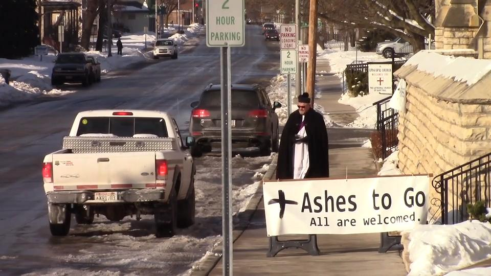 Fond du Lac church offers Ashes To Go this Ash Wednesday for those too busy to attend service. (Feb. 14, 2018)