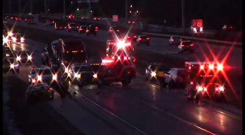Multiple vehicle crash closes I-41 southbound