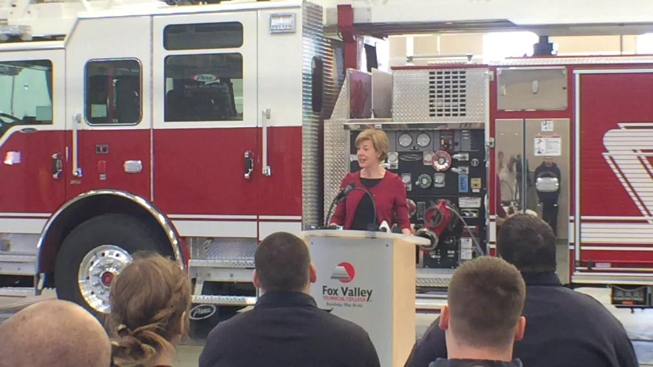 Sen. Tammy Baldwin announces proposal for tuition-free attendance for two years at community and technical colleges.