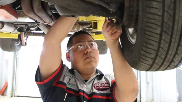 Recently the Green Bay School District's City Stadium Automotive received an engine donation and expanded its teaching materials.
