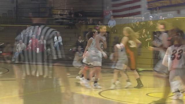 Courtney Thompson makes three 3-pointers and scores 11 off the bench in Lex's 57-55 win over Mansfield Senior