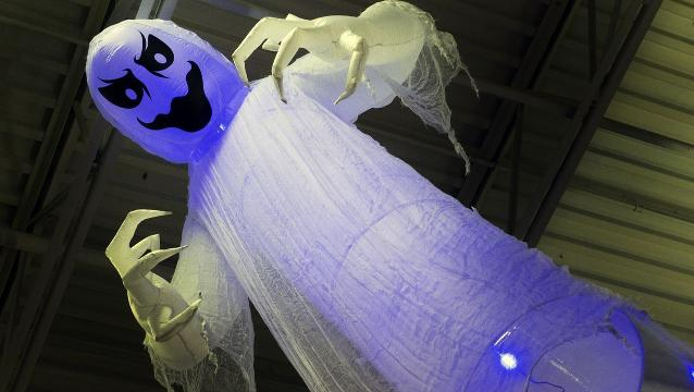Giant, animated Halloween decorations