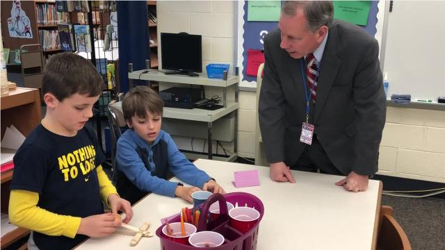 The senator helped students during a STEM lesson, while learning about how the district is integrating librarians into its curriculum.