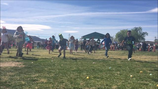 An estimated 4,000 residents packed Washington Park on Saturday to celebrate Easter in the Park.