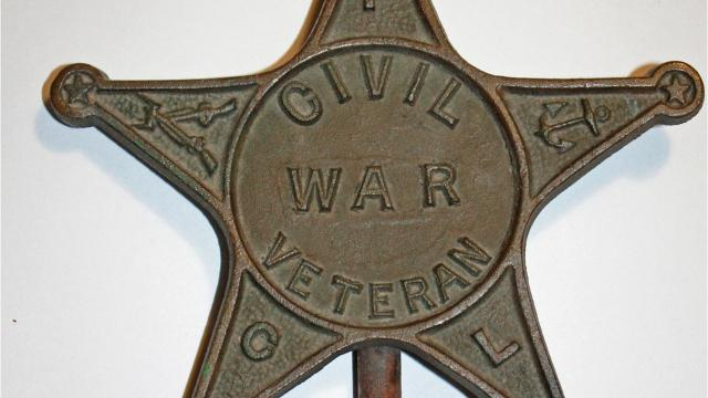 After learning his father took his great-great-grandfather's Civil War bronze star marker from his grave, Edward Moncrief returned the star more than 40 years later.