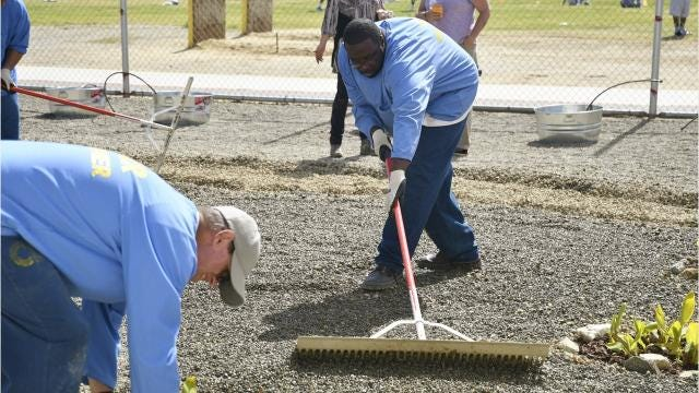 Avenal inmates get their hands dirty