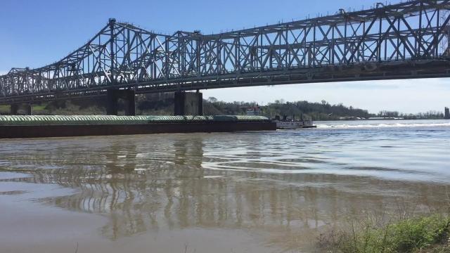 Mississippi River rising in Vidalia