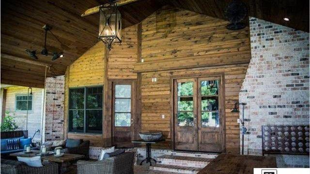 This beautiful home is 6,457 square feet and islocated on 1.6 acres in West Monroe.