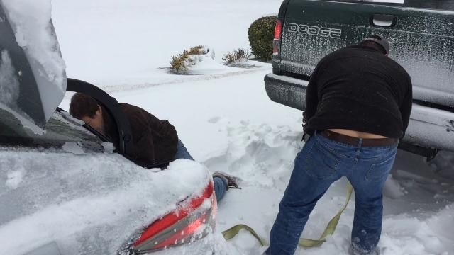 WATCH: Good Samaritan rescues snowbound driver in Salisbury
