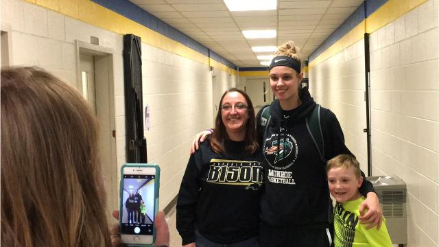 As the No. 1 recruit in the nation, Samantha Brunelle can't go many places without someone stopping her for a photo or an autograph. The 16-year-old takes in all in stride.
