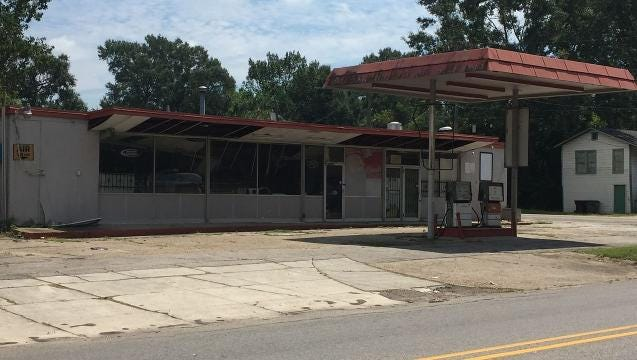 A commercial building at 314 Bay St. will remain zoned residential after Hattiesburg City Council voted 3-2 against changing the zoning to neighborhood business.