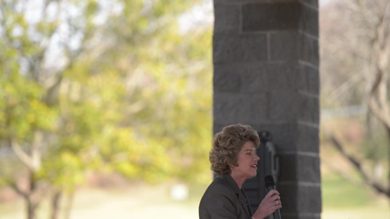 Mayor Kim McMillan welcomes students to reopening of Valleybrook Park
