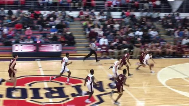 Highlights of Riverdale's basketball victories over Oakland Friday night.