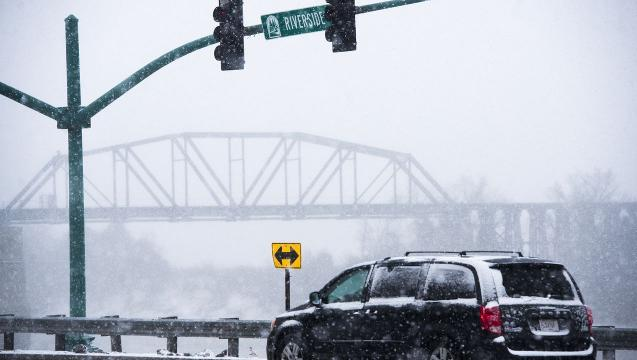 Snow falls across Clarksville