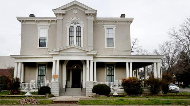 Woman's Club houses the first lending library in Murfreesboro