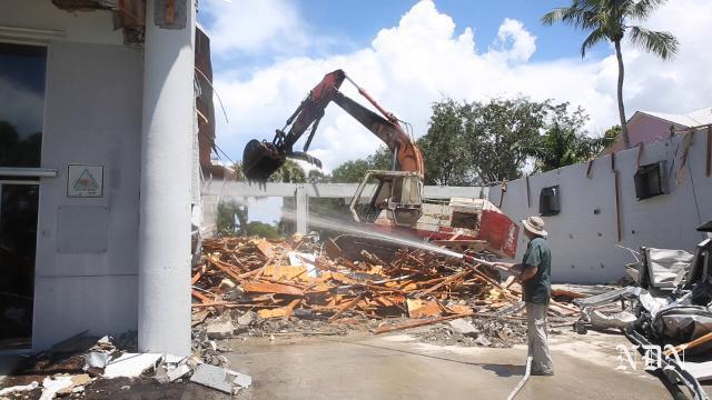Demolition begins at Naples Fire-Rescue Station No. 1