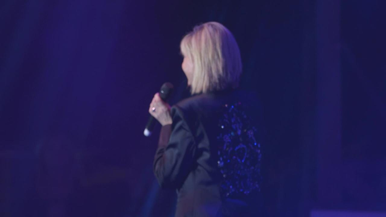 Olivia Newton John performing at the Thomas Fire Benefit (1 of 2)
