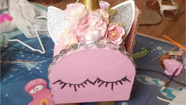 Check out these Valentine\'s Day box ideas