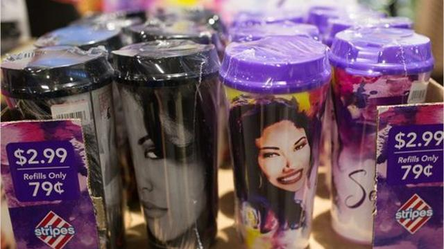 Selena fans couldn't wait to get their hands on the latest edition of Selena Stripes Cups over the weekend.