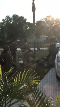 A SWAT team was on the scene at Conley Place and Grovers Road in St. Lucie County on Monday, March 19, 2018. CONTRIBUTED VIDEO BY LAURA LUCAS