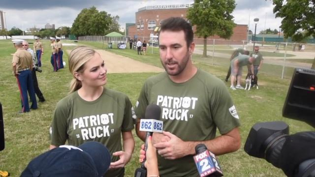 Kate Upton works out with U.S. Marines in Detroit