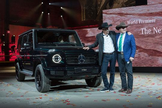 Dieter Zetsche and Arnold Schwarzenegger introduce the new Mercedes G Class