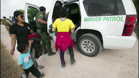 In one morning the Arizona Republic's Daniel Gonzalez & David Wallace witness as three seperate groups of Central American migrants are apprehended by Border Patrol agents in Mission, Texas. This included two unaccompanied boys from Honduras.