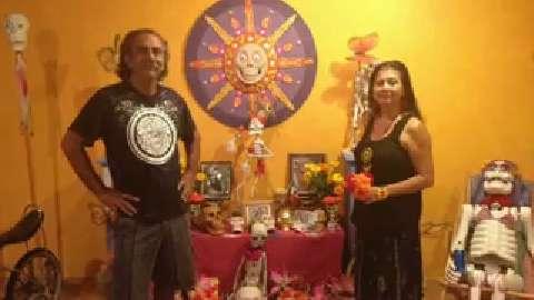 Tradicion e historia en un altar en Mesa