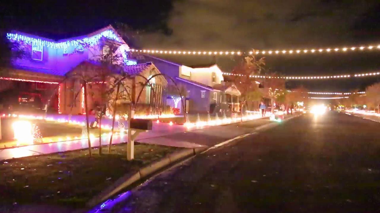 Christmas Light Fight.Christmas On Comstock Drive