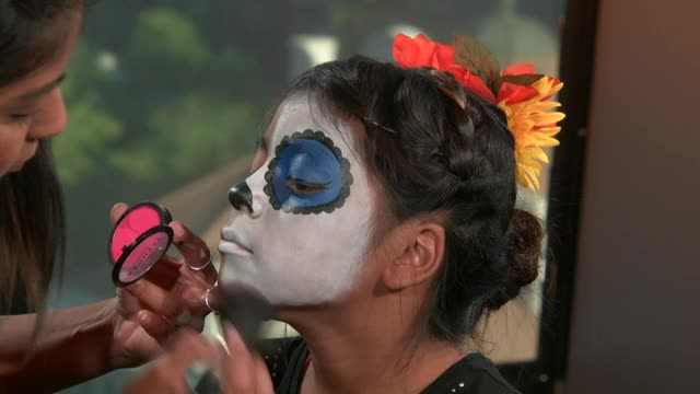 Do your kids want Dia de los Muertos sugar-skull makeup? Here's how to do it, step by step
