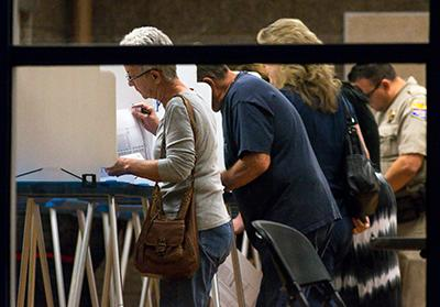 Gilbert residents discuss election at Freestone Recreation Center