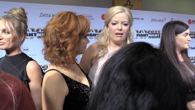 Reba McEntire and Melissa Peterman share memories at Celebrity Fight Night