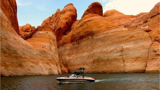 Take A Summer Getaway Trip To Lake Powell Arizona For Weekend Wander