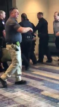 Raw video: Man arrested in weapons case at Comicon
