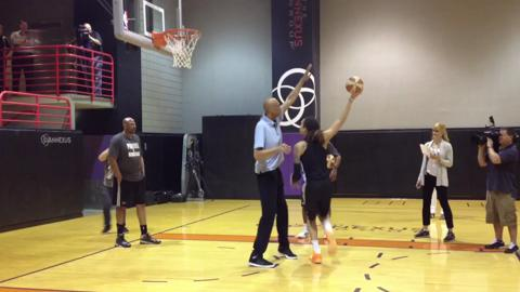 Former NBA legend Kareem Abdul-Jabbar teaches Phoenix Mercury rookie Brittney Griner the skyhook.
