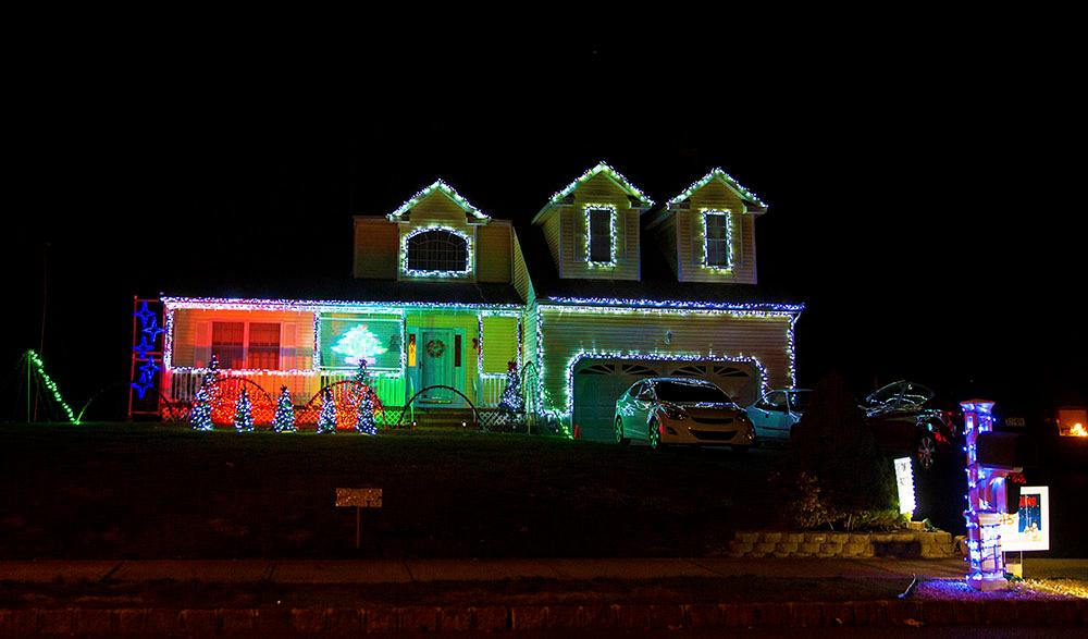Christmas Light Displays.Christmas Light Show For A Good Cause
