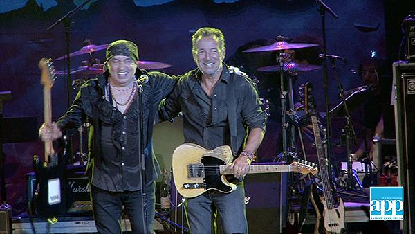 Bruce Springsteen Christmas.Little Steven Van Zandt Gets Encore Visit From Bruce Springsteen During Apmff Show