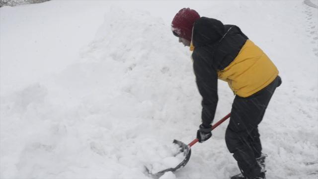 Video: Vestal teens cash in on winter storm