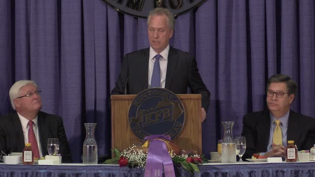 Mayor Greg Fischer speaks at KFB ham breakfast