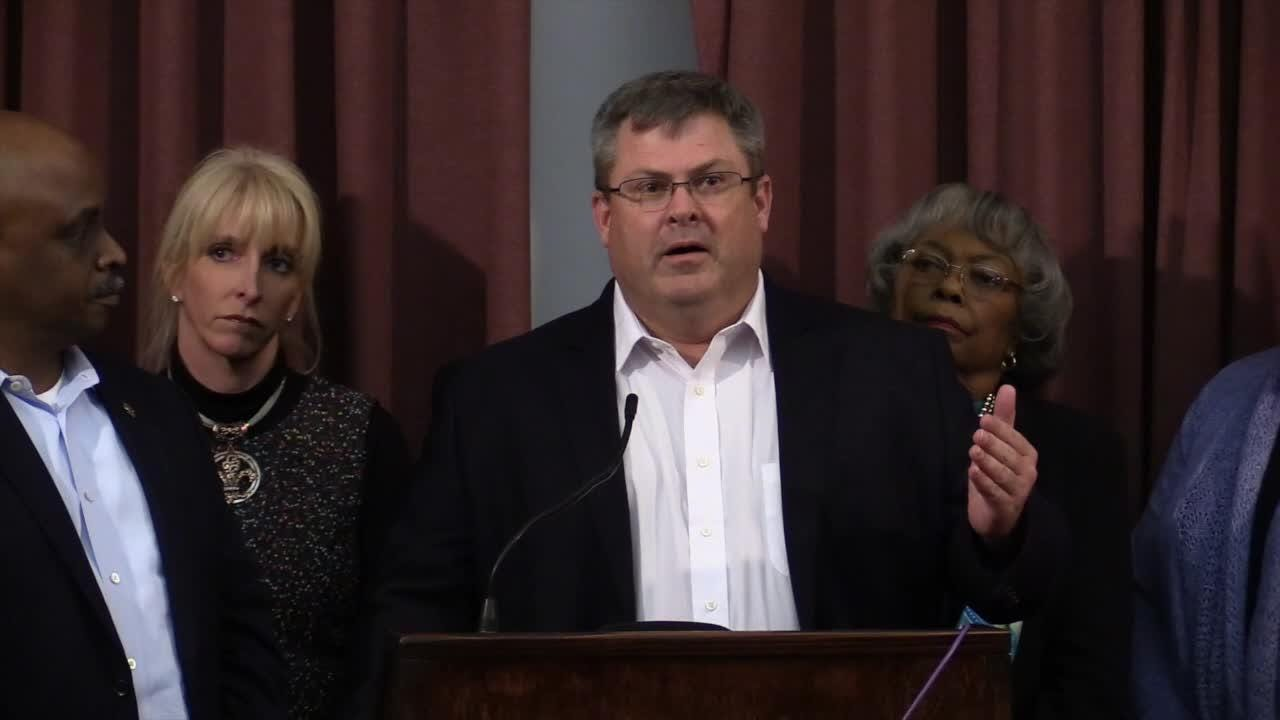Metro Council members call for FBI investigation into LMPD sexual abuse case