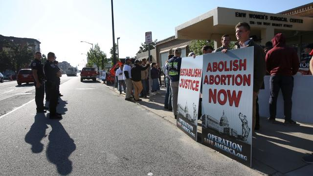 Metro Council Democrats seek to create buffer zone around last abortion clinic in Kentucky